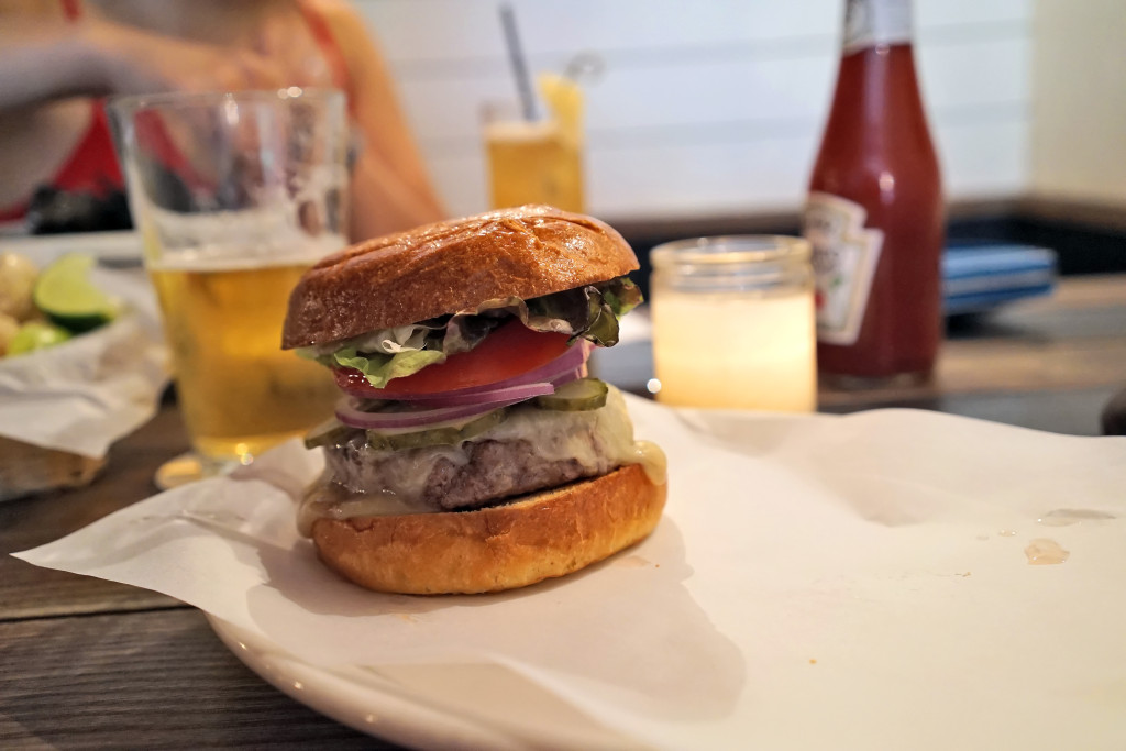 upper east side burgers 022