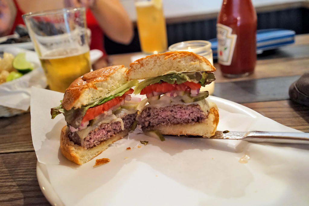 upper east side burgers 024